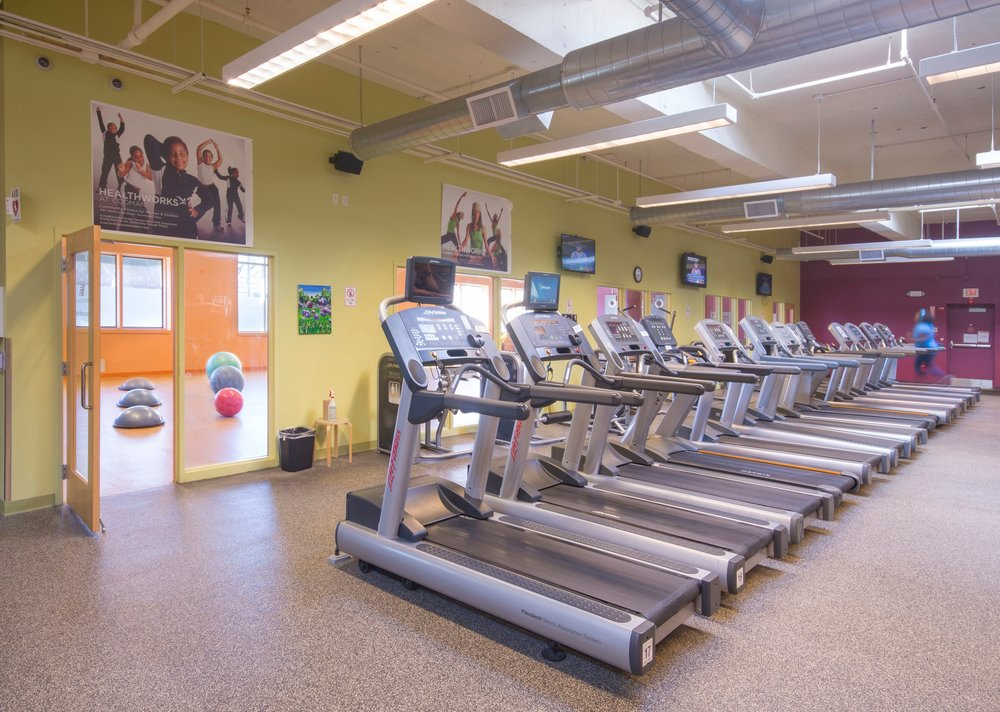 Healthworks+Community+Fitness+-+Machines+to+Studio+-+DSC2939.jpg