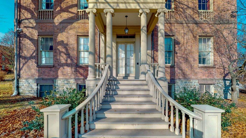 Ten-Broek-Mansion-12122018_085217.jpg