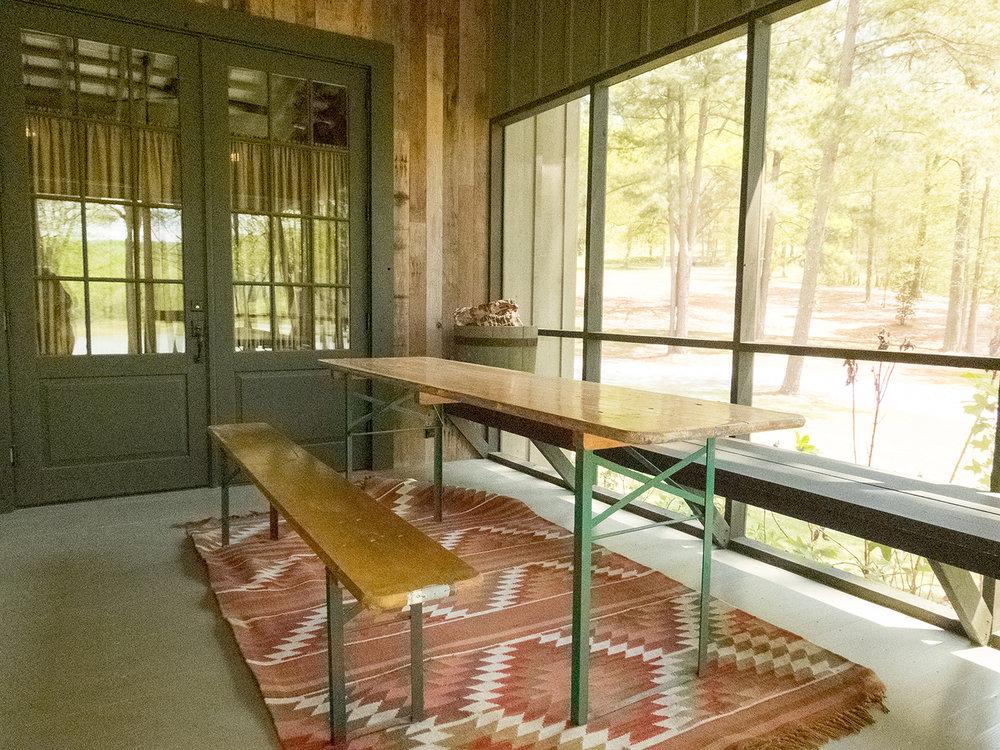sugar_creek_farm_08_lakehouse_lake_house_screened_porch_farmhouse_picnic_table_1500.jpg