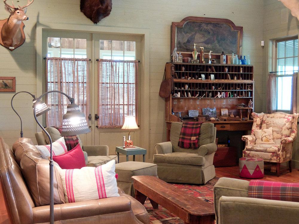 sugar_creek_farm_22_lakehouse_lake_house_den_sitting_room_sleeping_porch_farmhouse_1500.jpg