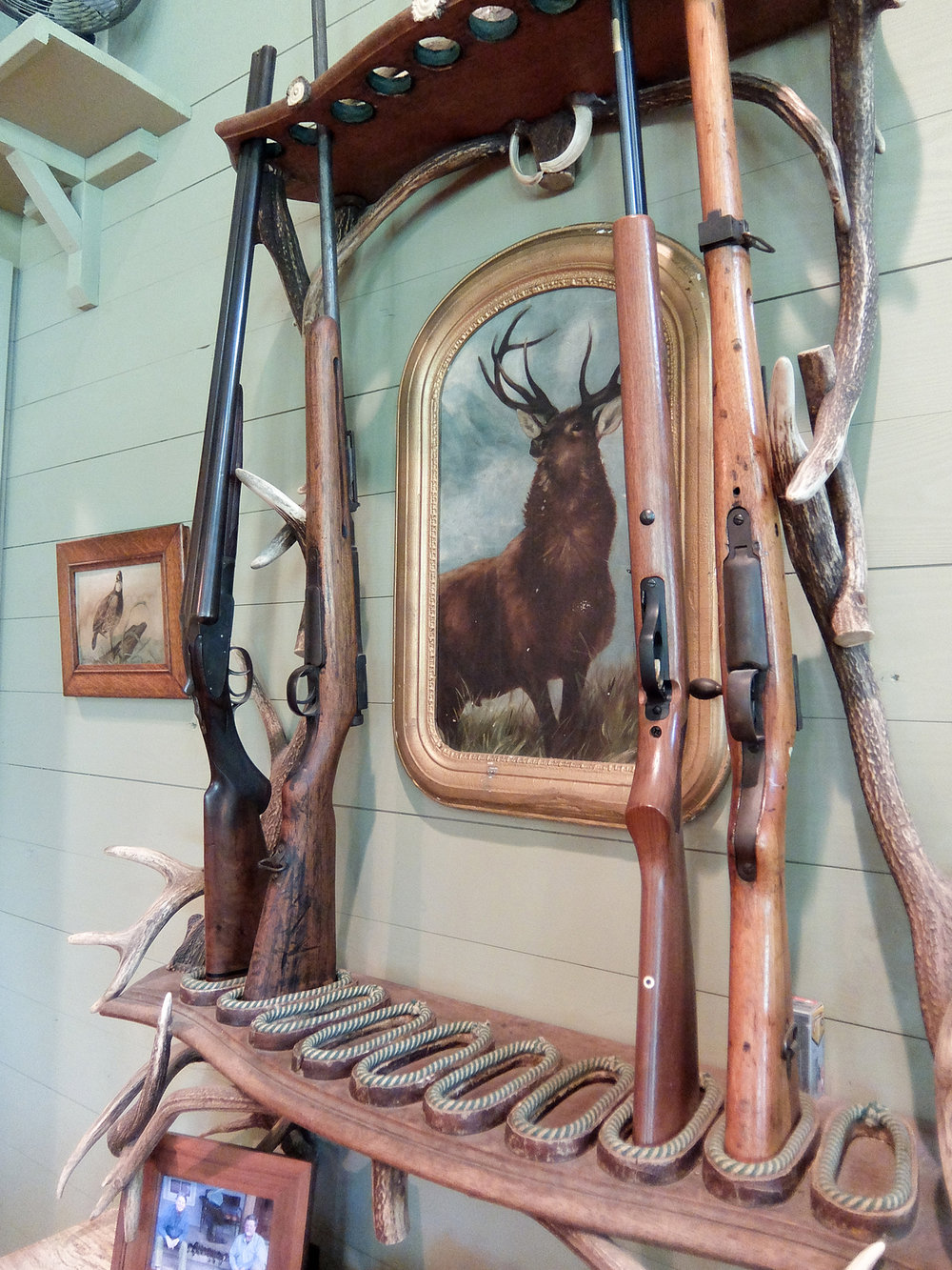 sugar_creek_farm_25_lakehouse_lake_house_den_gun_rack_farmhouse_wood_paneling_1500.jpg