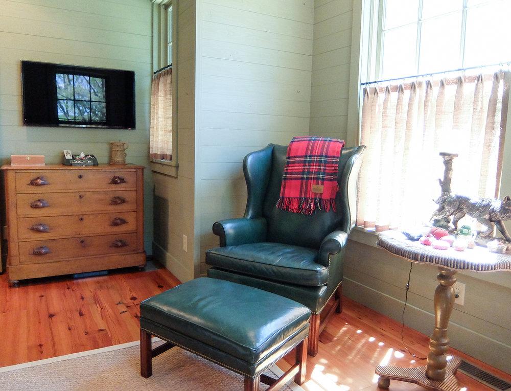 sugar_creek_farm_40_lakehouse_lake_house_master_bedroom_farmhouse_sitting_room_1500.jpg