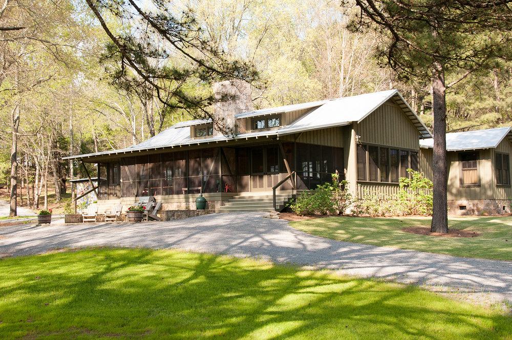 sugar_creek_farm_54_lakehouse_lake_house_front_entry_screened_porch_farmhouse_stone_tin_roof_1500.jpg