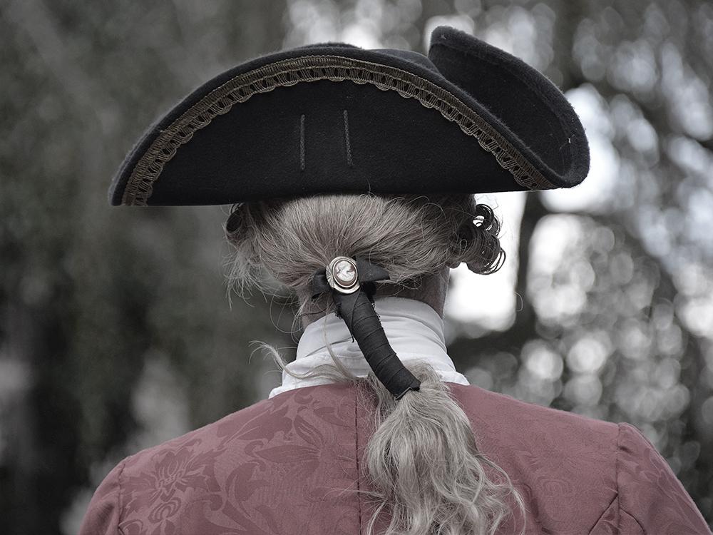 Été 1788, la moisson se termine et la récolte est désastreuse… - Tous les habitants du village se sont réunis. L'inquiétude est là. Et que faire de ces rumeurs de Révolution que l'on entend au Relais de Poste de Jaulzy ? Dorénavant, les vies de tout un village sont en jeu.