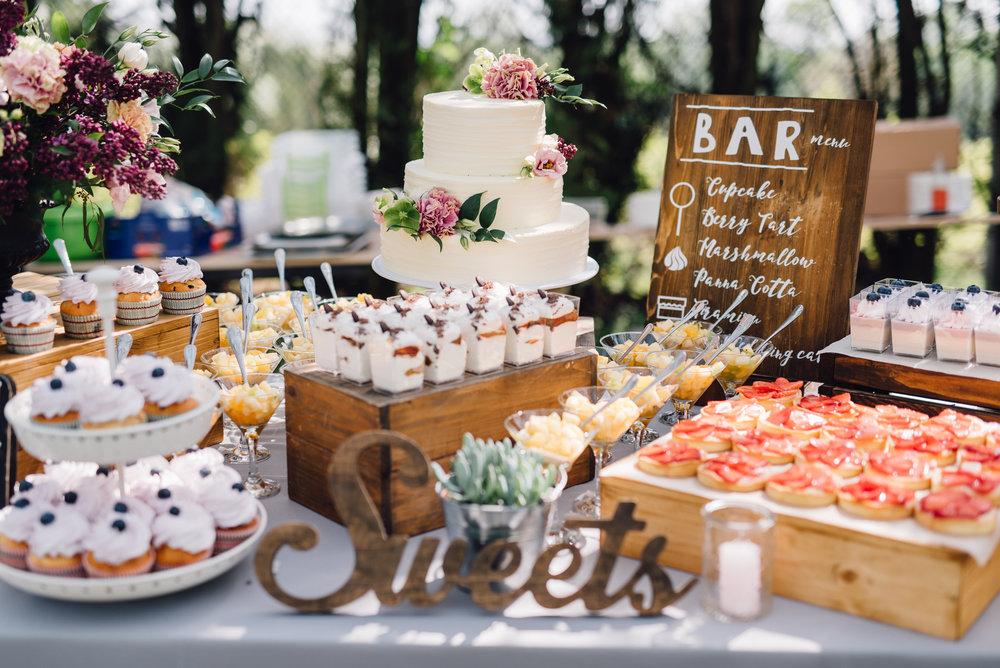 Flint Hill - wedding cake.jpg