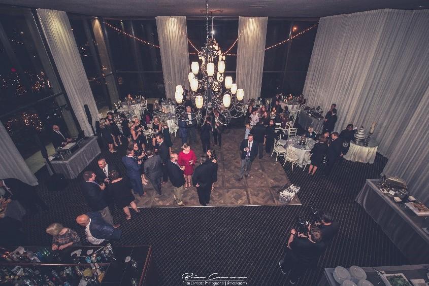 Posh Interiors - Classic and Stunning Bridal SuiteComfortable Groom's RoomSpacious dance floor