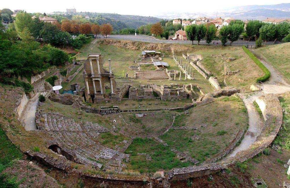 8-Volterra_Teatro_romano_001.JPG