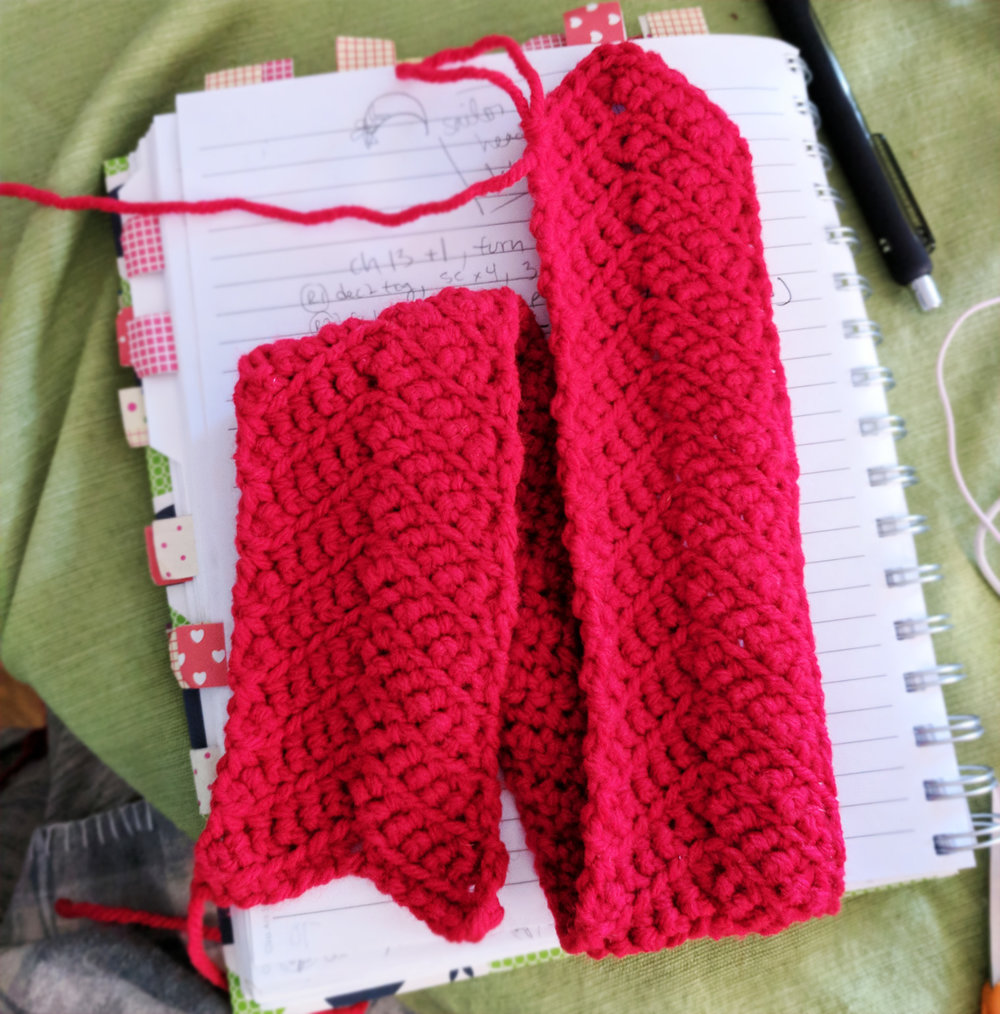 free-crochet-pattern-sailor-moon-headband (3).jpg