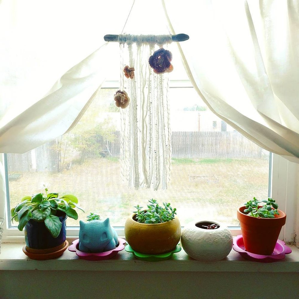 wall-hanging-with-yarn-crocheted-flowers (12).jpg