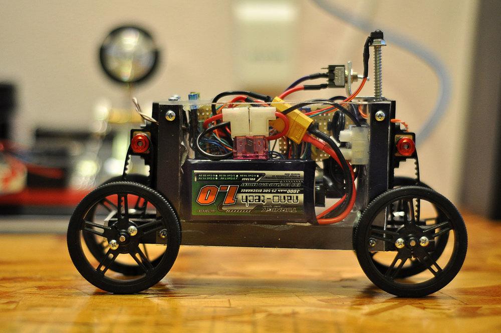 motorized-pinewood-derby-car-1.jpg
