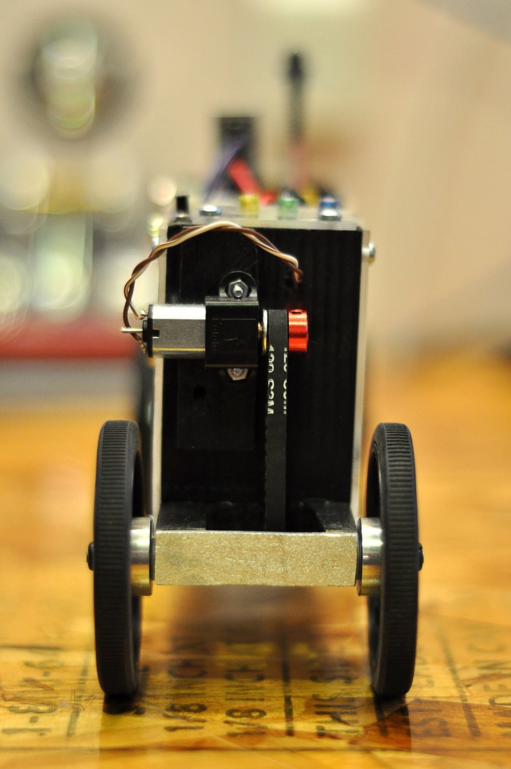 motorized-pinewood-derby-car-4.jpg