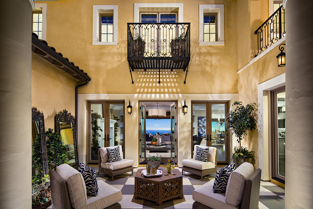 1703-17_PL3_Courtyard_The_Estates_DavidsonCommunities_EricFiggePhotos.jpg