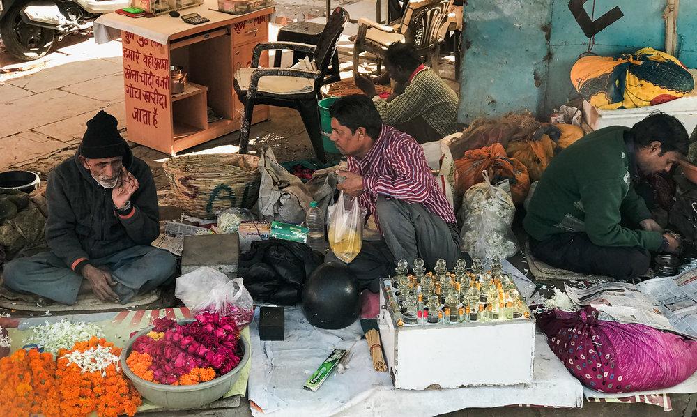 Sidewalk market, Agra