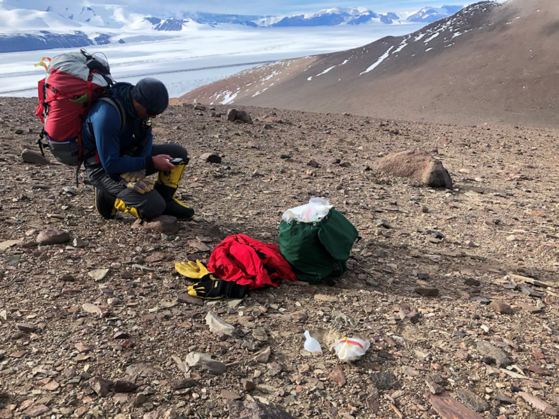 An Ecosystem Grows In Antarctica - The Search For Life's Elusive Refuges When The Harshest Continent Was Even Harsher