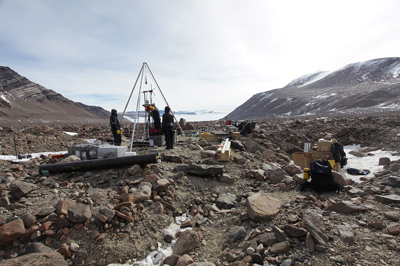 Buried Treasure - Researchers recover Antarctic ice of unprecedented age