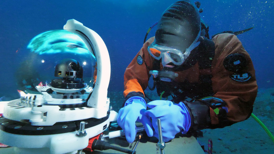 Why Antarctic Fish Don't Freeze Their Tails Off - A New Underwater Observatory Monitors McMurdo Sound's Oceanographic Changes In Real Time