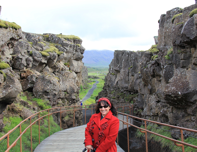 This is me going into the Mid-Atlantic Ridge. Another amazing rift!