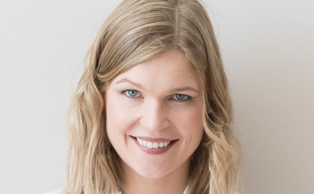 Aysha van de Paer - Author of a blog to help women learn to invest