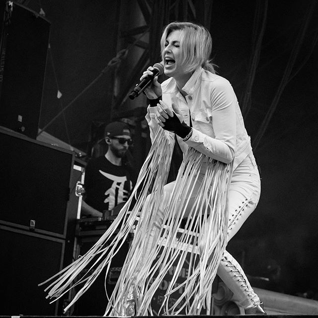 Sarah Barthel performs with Phantogram during the Day for Night music and art festival in Houston, December 17, 2017. @dayfornightfest @phantogram @sarahbarthel . . . . . . #concert #concertphotography #dayfornight #d4n2017 #dayfornight2017 #d750 #festivalphotography #firstthreesongs #ilovehou #livemusic #musicfestival #musicphotography #nikond750 #nikonnofilter #nikonusa #outdoor #teamnikon