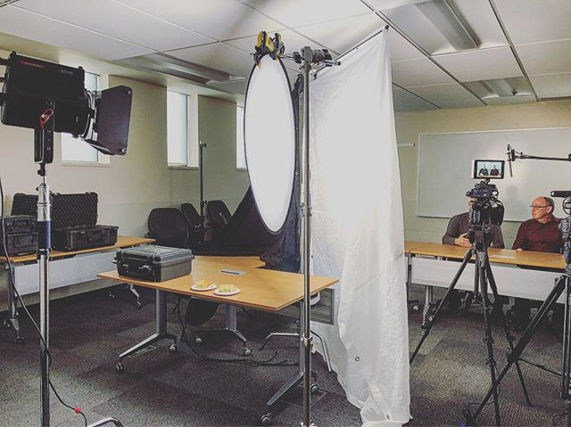 The #rayzr providing a giant soft source key light for a 2 person interview. . . . . . . #gattacreative #ilovemyjob #sonyfs5 #rode #rodef4 #rokinon #smallhd #westcott #dfuse #manfrotto #razyr7 #atomos #filmmaker #yongnuo #dji #mavicair