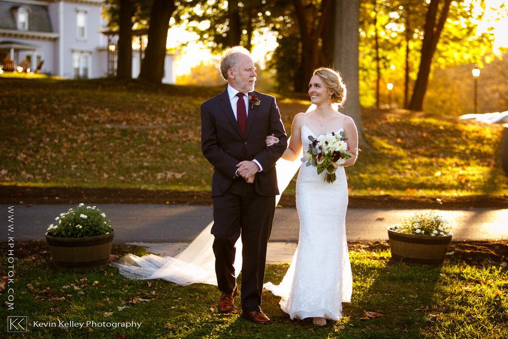 barns-wesleyan-wedding-17.jpg