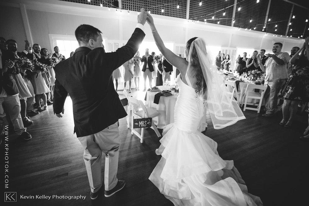 Laurel-Beach-Club-Milford-CT-wedding-2051.jpg