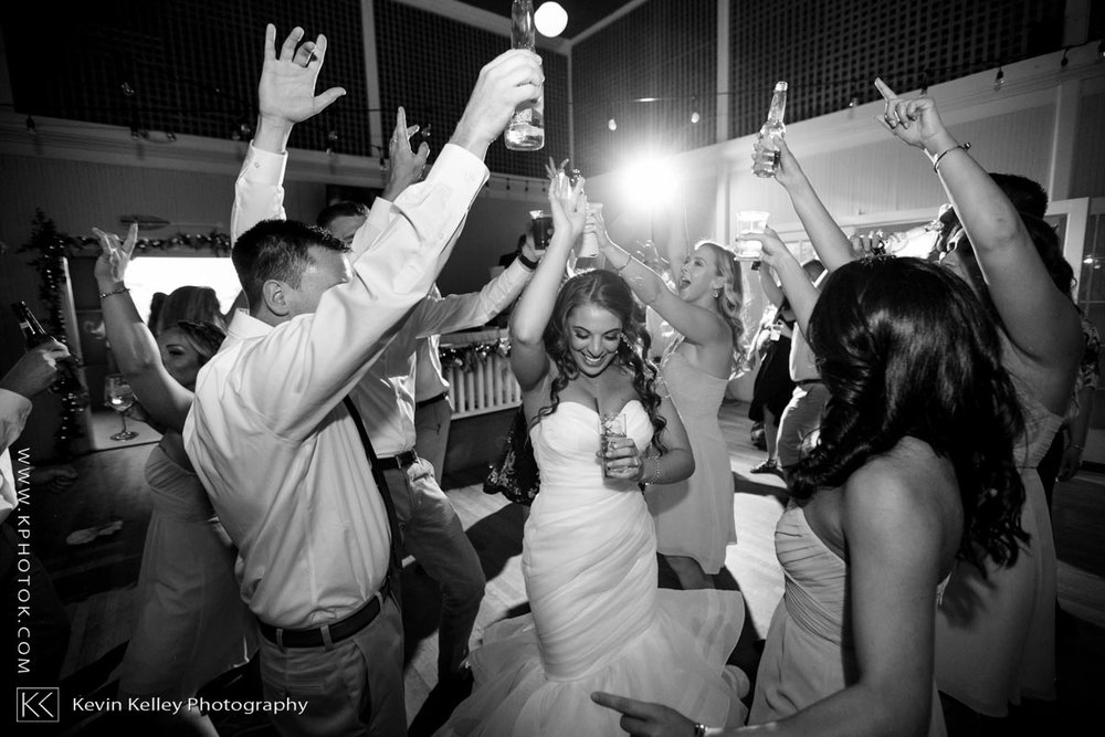 Laurel-Beach-Club-Milford-CT-wedding-2060.jpg