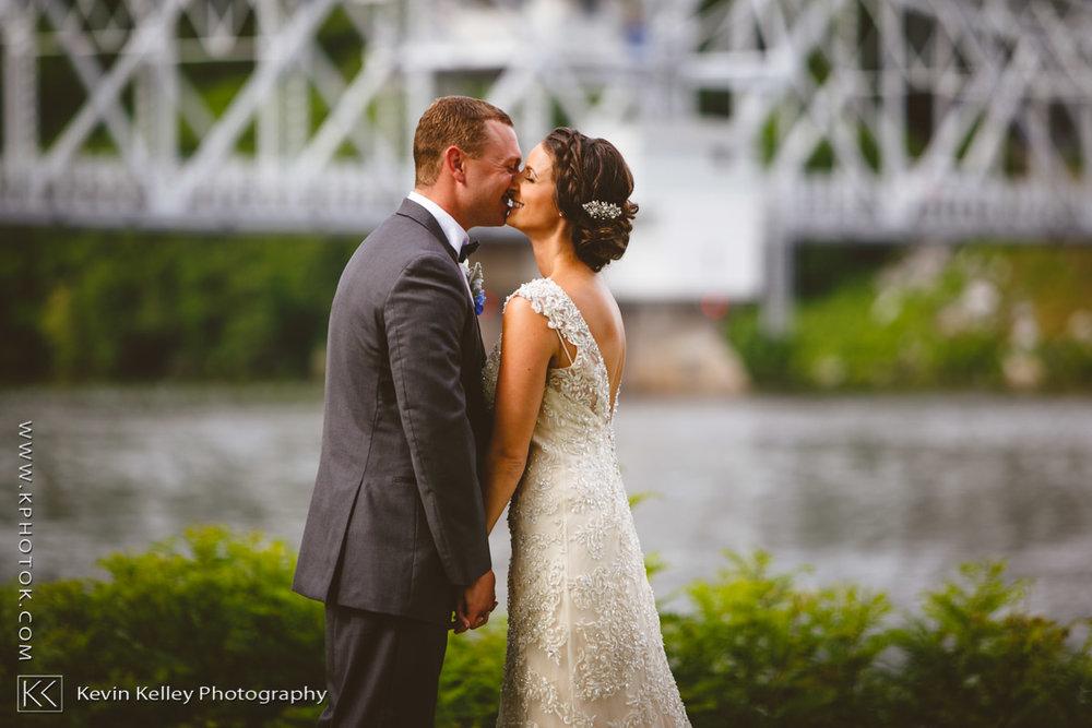 Riverhouse-at-goodspeed-station-wedding-2047.jpg