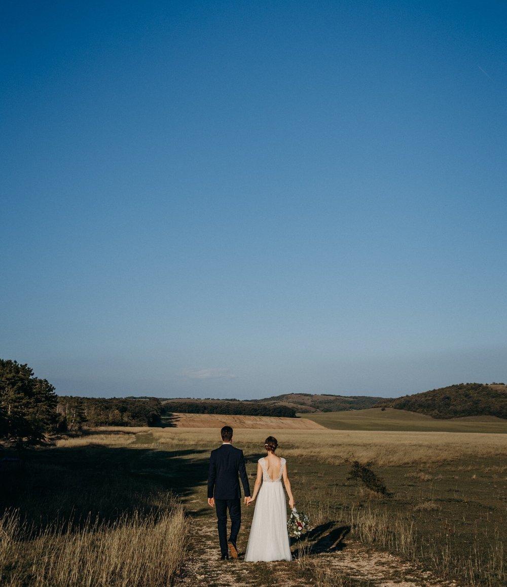 KILROY WEDDINGS - • Esküvőszervezés• Esküvői helyszín biztosítása• Catering• Koordinálás• Tanácsadás