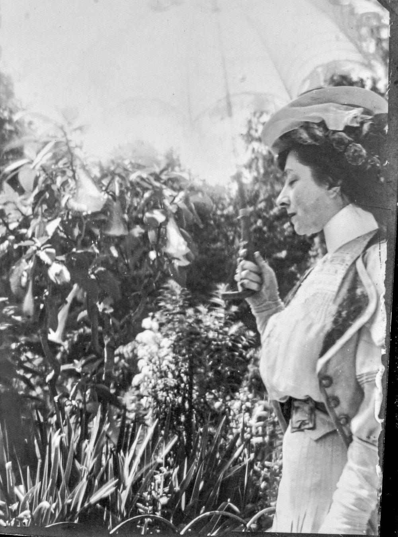Jacqueline Marval, Jardin du Luxembourg, Paris, c 1907.