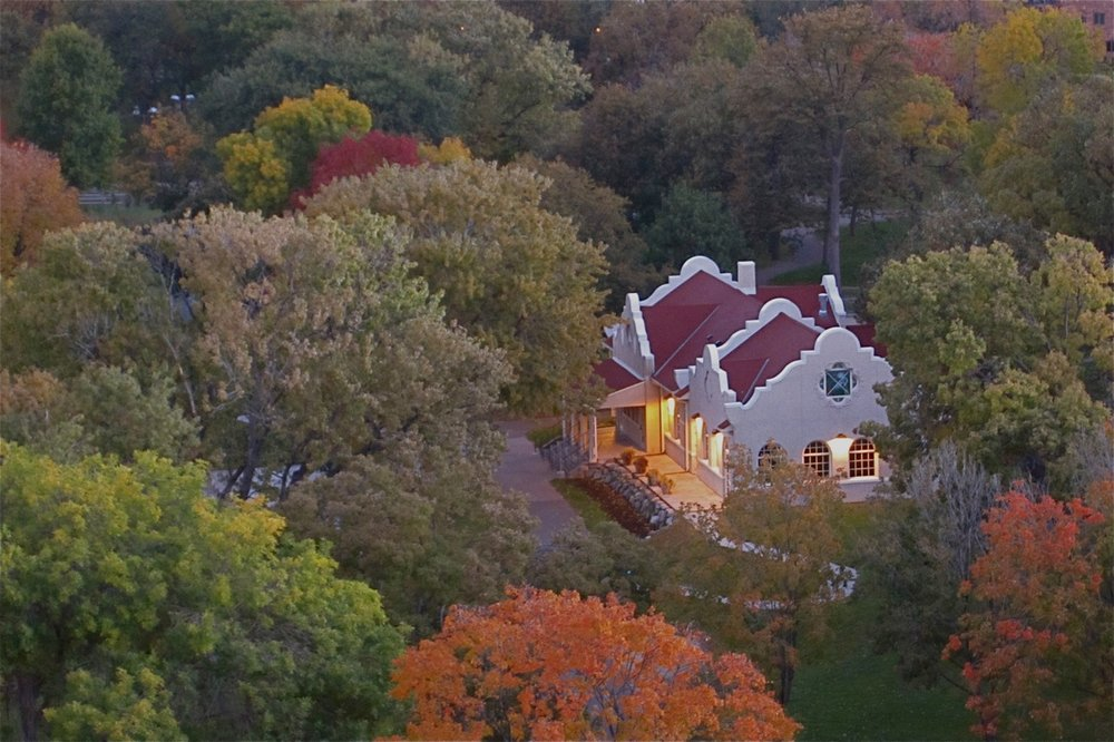 - Within its 33 acres can be found a small pond, Loring Lake, paths for walking and biking, the Garden of the Seasons, multiple flowerbeds, a dog park, playgrounds, a wading pool, tennis and basketball courts, Berger Fountain, The Performance Place Building and The Community Arts Building as well as oak trees that predate the city of Minneapolis.