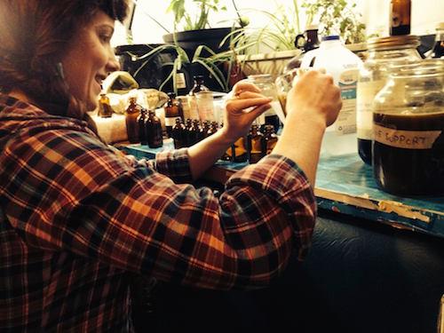 apprentice Justene pouring tincture - 500x
