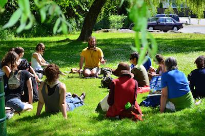 garliq teaching under willow - 400x