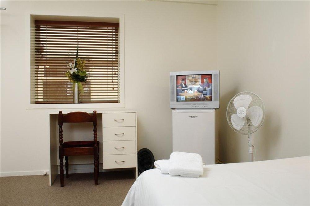 Kingsland Lodge Ensuite room.jpg
