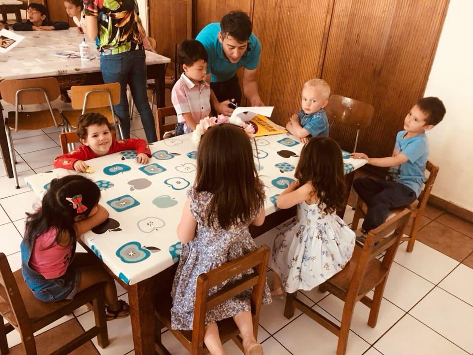 SOMOS UNA COMUNIDAD - Creemos que la mejor forma de vivir nuestra fe es en comunidad, por lo mismo somos una iglesia abierta a toda la familia.