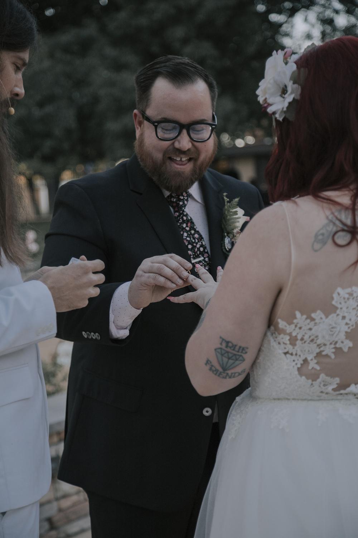 Wedding-photographer-at-Creekside-Rose-Garden-Chico-CA97.jpg