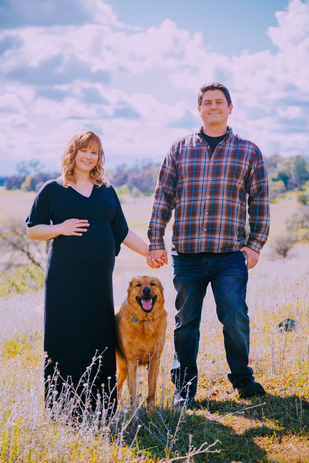 Maternity-session-with-dog-Chico-Upper-Bidwell-Park-10.jpg