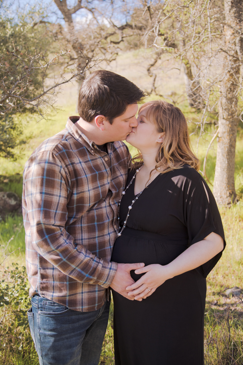 Maternity-session-with-dog-Chico-Upper-Bidwell-Park-19.jpg