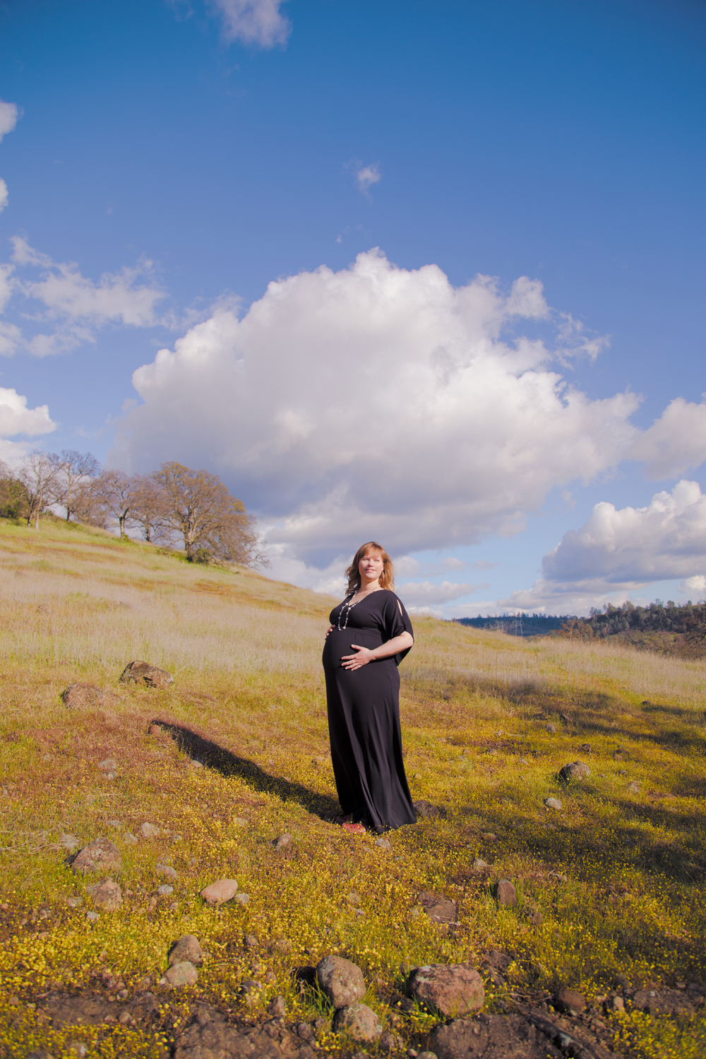 Maternity-session-with-dog-Chico-Upper-Bidwell-Park-21.jpg