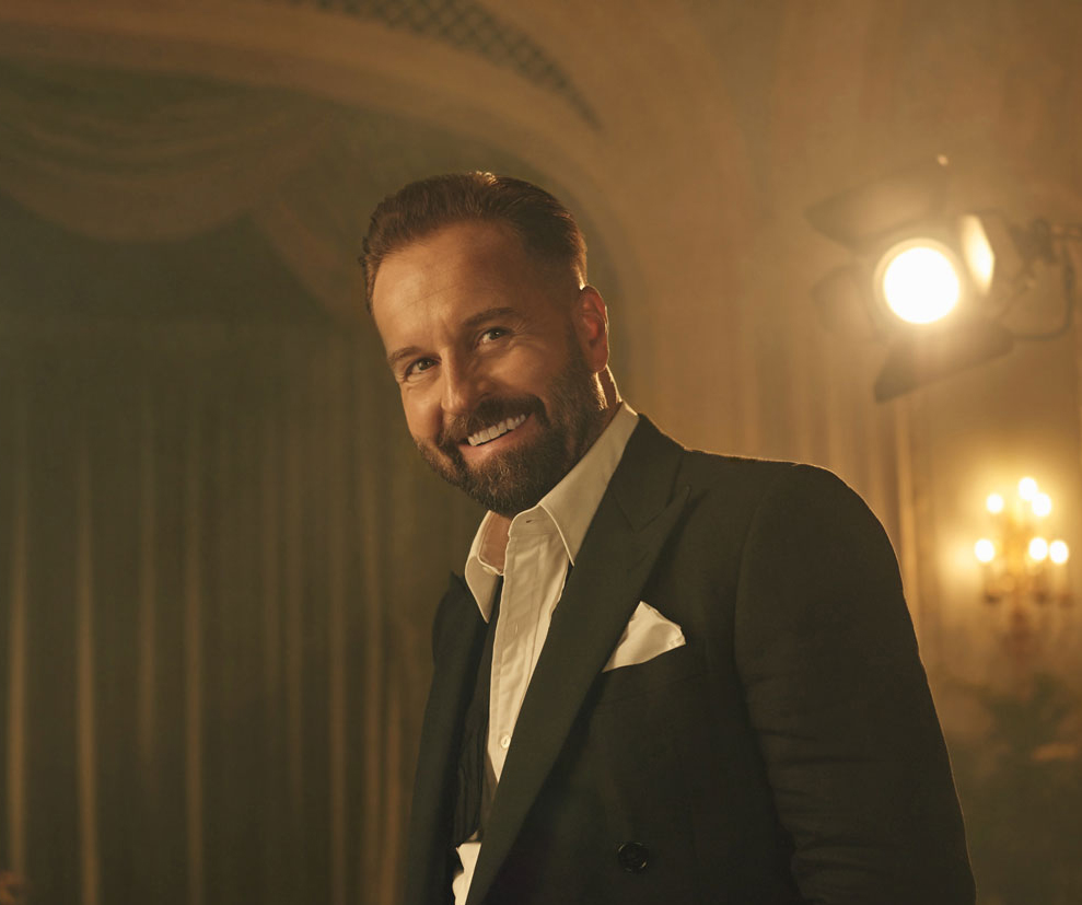 """Alfie Boe - Thursday 6th JuneAlfie Boe may have performed in some of the world's great classical venues, but he also has the rare ability to bring together all sorts of music lovers. Not many artists can lay claim to having appeared in Les Miserables, La Boheme and a spectacular orchestral version of the classic rock album Quadrophenia. He is a singer who transcends categories, often to the bemusement of critics whoprefer to keep him in a pigeonhole. """"When I look at the crowd at my concerts,""""he says, """"I can see I've got Who fans, classical fans, musical theatre fans and jazz fans as well."""""""