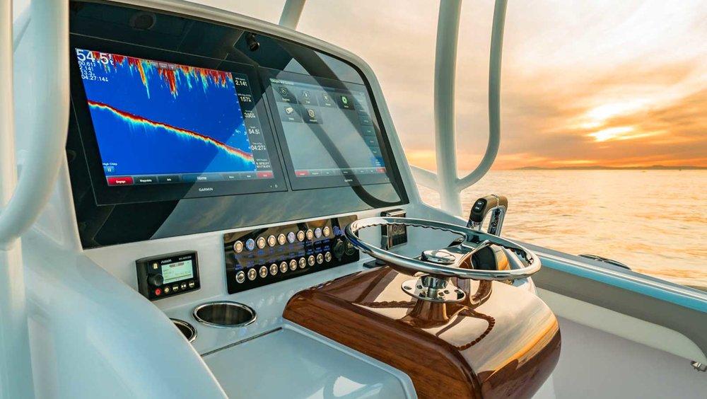 Custom-helm-garmin-display-boat-wheel.jpg