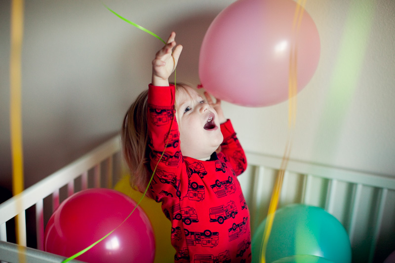 birthday traditions | fill room with balloons | www/jenfoxphotography.com