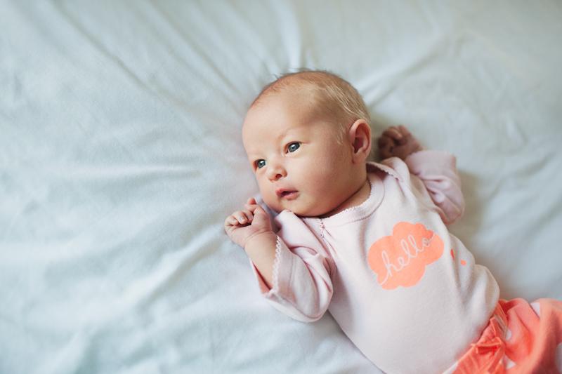 lifestyle newborn photos | speech bubble | hello onsie | jenfoxphotography.com
