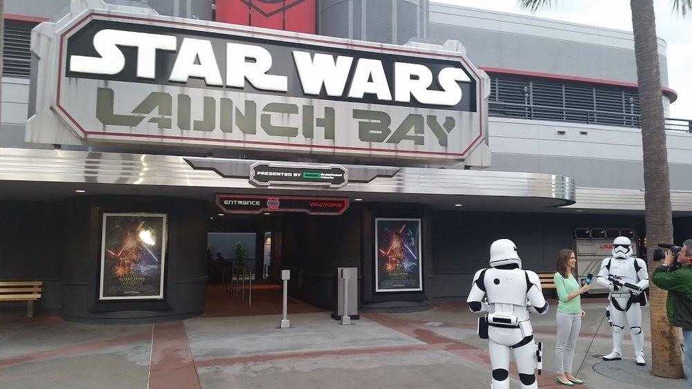 Star_Wars_Launch_Bay.jpg