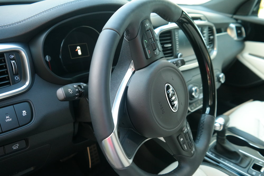 Kia_Sorento_Steering_Wheel.jpg