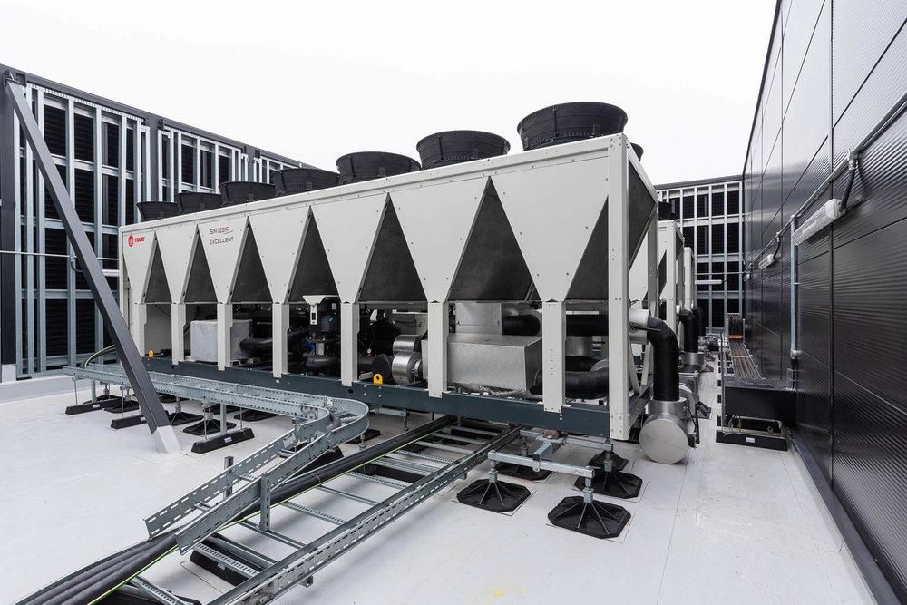 Air conditioning equipment on roof top