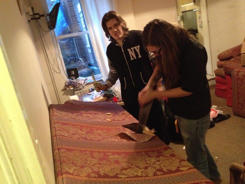 Jon sawed a sofa. -