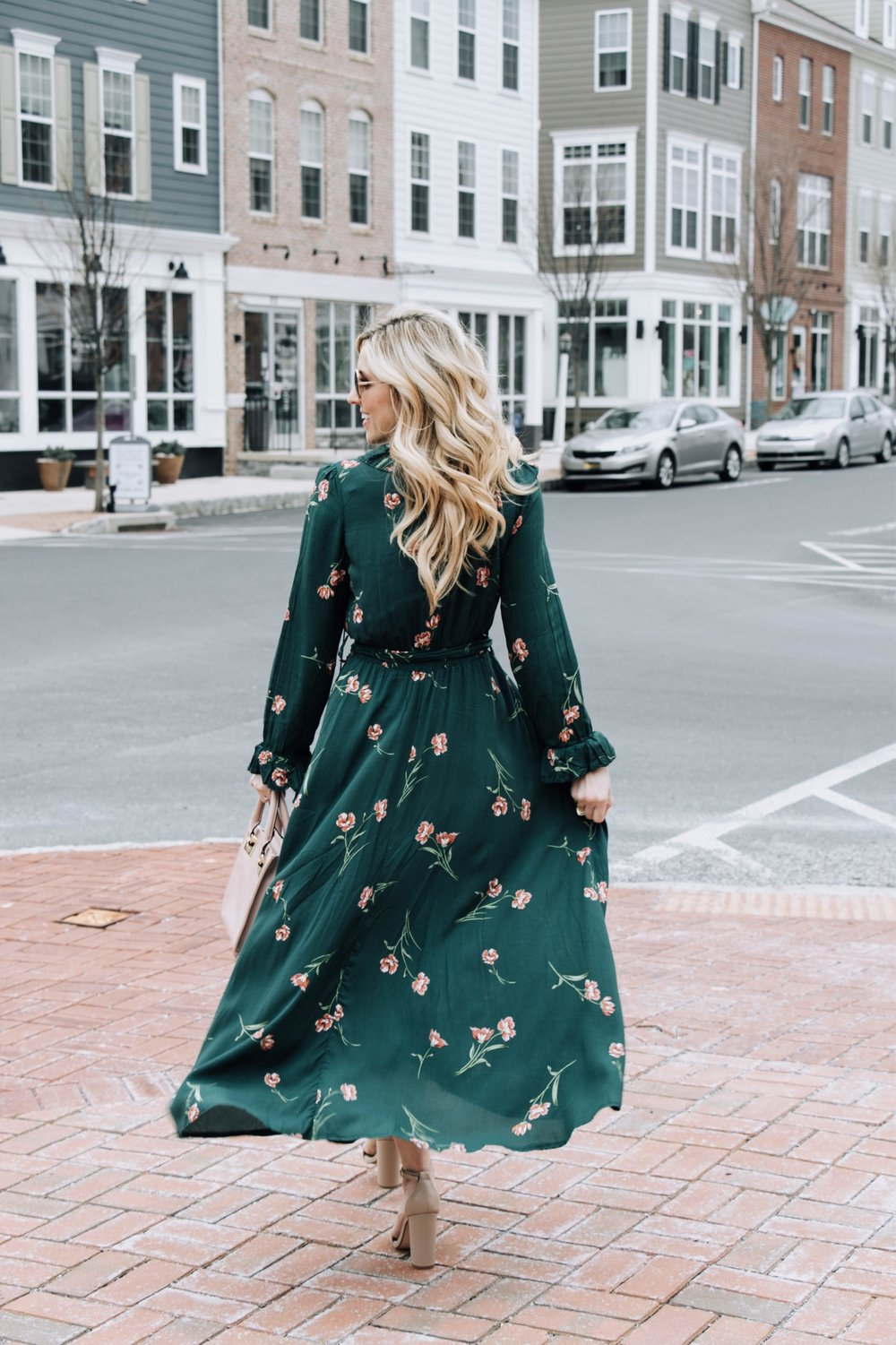 FLORAL PRINT DRESS - Floral prints will never go out of style. This trend has been all over the runway. There are many options to wear:Fit and Flare, Maxi, and a more Fitted Midi.