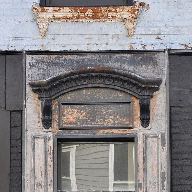 facade on Warren