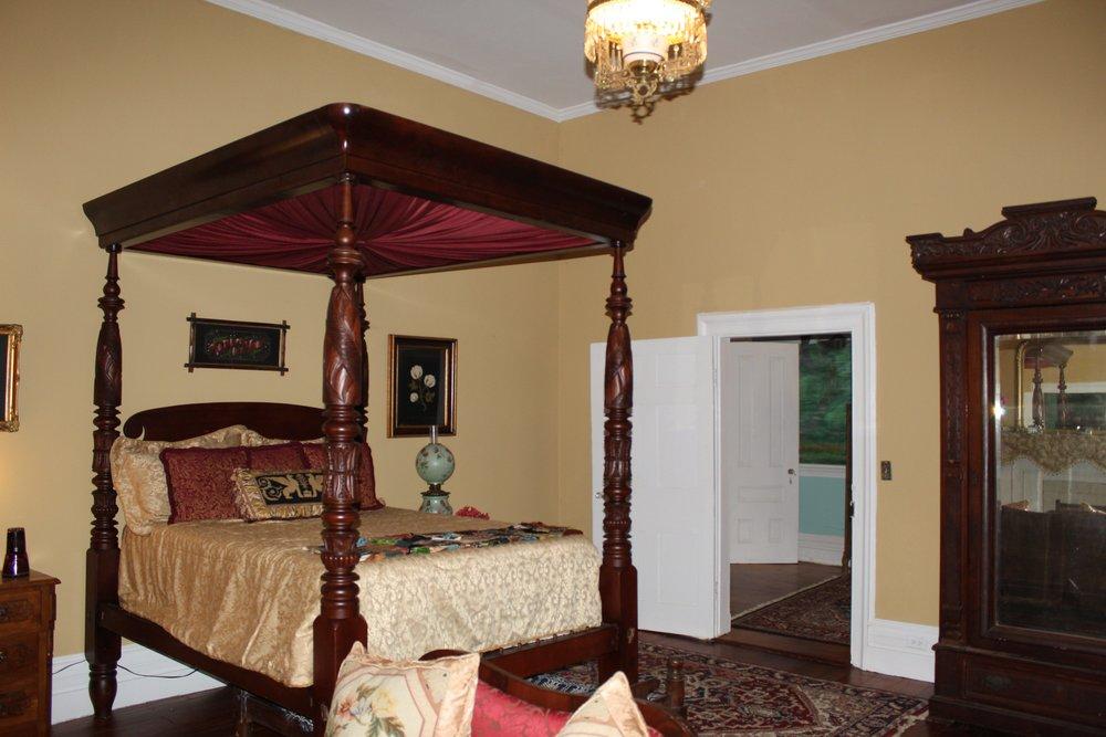 antique full tester bed